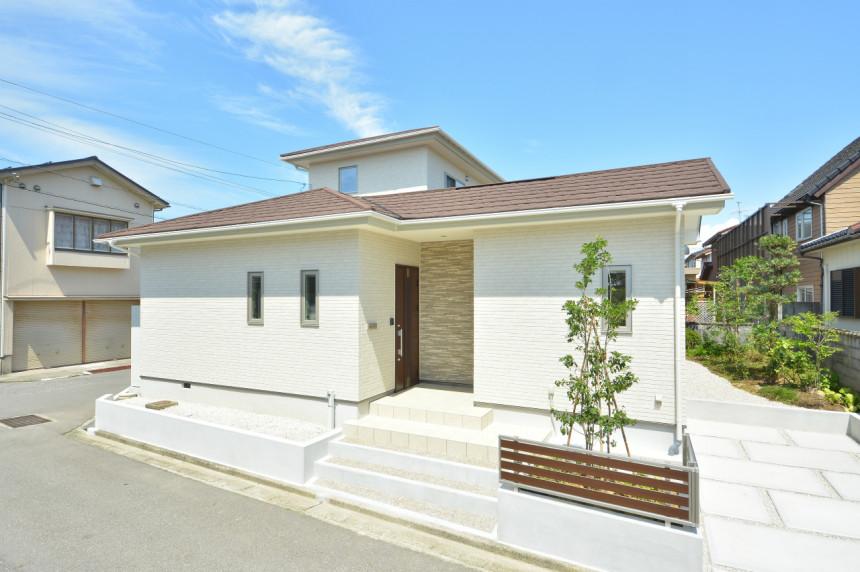 【富山市新金代】中庭を囲って、家族が集う家